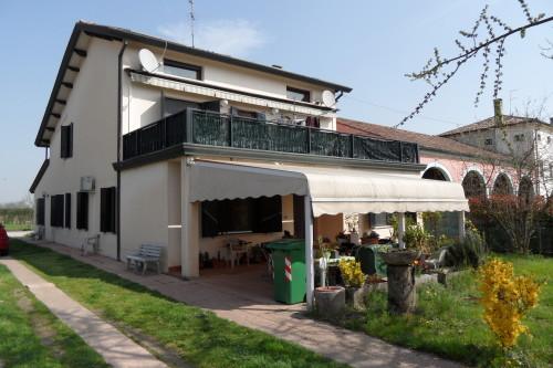 Ristrutturazione e ampliamento edificio residenziale